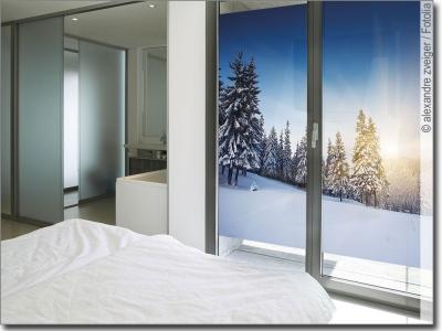 scheibenfolie sonnenaufgang im schnee fensterbild. Black Bedroom Furniture Sets. Home Design Ideas